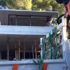 Ensemble fixe avec vitrages collés bord à bord vertical avec porte fenêtre coulissante esclamotable sur les fixes