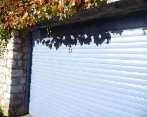Porte de garage à enroulement de type monobloc