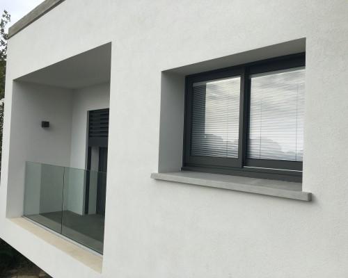 fenêtre aluminium avec store vénitien intégré - Création Sanary sur Mer 2016