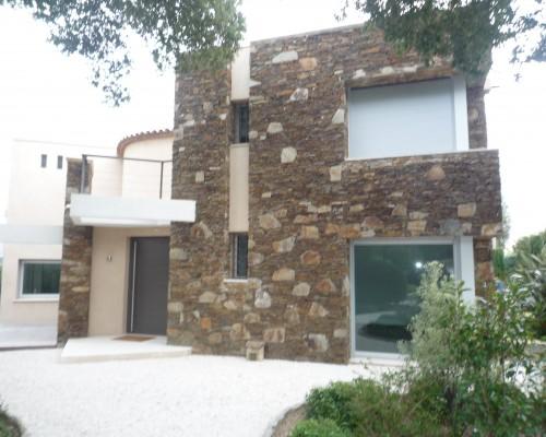 Pose des menuiseries d'une villa  à Grimaud - 2008