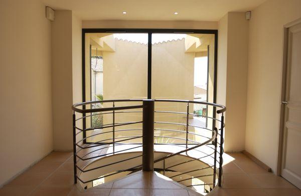 escalier int rieur m tallique vente ferronnerie d 39 art toulon var. Black Bedroom Furniture Sets. Home Design Ideas